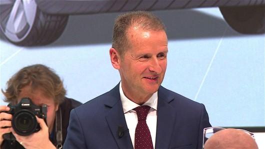 VW-Chef Herbert Diess ist sich sicher, dass die Zukunft von Volkswagen in Peking entschieden wird. (Archivbild)