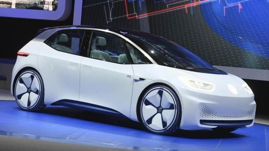 Bereits beim Autosalon Paris 2016 präsentierte VW ein Konzeptauto mit rein elektrischem Antrieb. (Archivbild)