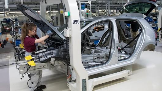 Die Fahrzeugproduktion in Wolfsburg ruht 2019 in den Werksferien (Symbolbild).