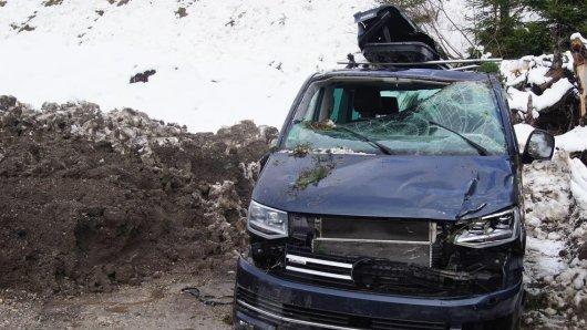 Der VW Bulli von Thomas wurde von einer Lawine verschüttet.