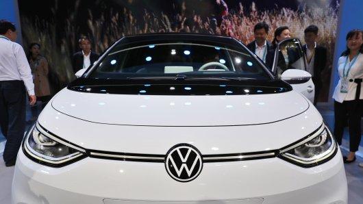 """VW setzt auf Elektroautos. Doch jetzt soll es """"massive Softwareprobleme"""" geben. Welche Auswirkungen hat das?"""