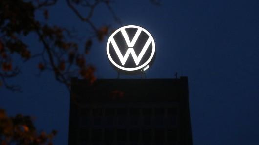 Der 50-jährige VW-Mitarbeiter aus Wolfsburg soll während der Nachtschicht im Werk festgenommen worden sein – vor den Augen seiner Kollegen. (Symbolbild)
