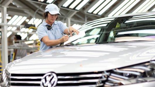 Eine VW-Mitarbeiterin im US-Werk Chattanooga. Auch sie dürfte sich über die neuen Zahlen freuen. (Archivbild)