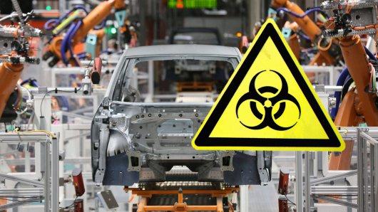 Markteinbruch, Lieferprobleme, Infektionsrisiken: Die Corona-Pandemie trifft die Autoindustrie hart. Wie andere Hersteller muss auch VW nun die Produktion unterbrechen. In Deutschland und weiteren europäischen Ländern läuft erst einmal nichts mehr. (Archivbild)