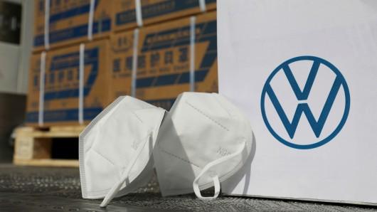 VW will in der Corona-Krise helfen. Deshalb hat der Konzern eine Stange Geld in die Hand genommen, um Materialen aus China zu kaufen.