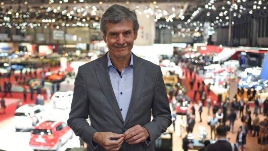 Autobranchen-Experte Ferdinand Dudenhöffer hat mal nachgerechnet. Ihm zufolge können VW und die anderen deutschen Autobauer noch eine ganze Weile ohne Umsatz existieren. (Archivbild)