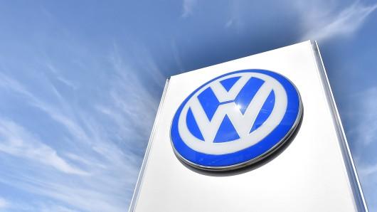 VW will gegen Tesla in die Offensive gehen. Das berichtet das Manager Magazin.