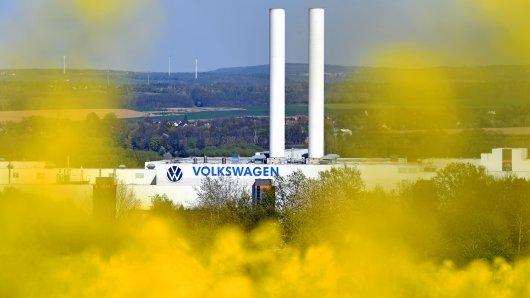 Blick auf das Fahrzeugwerk von VW in Zwickau. Hier wird es am Freitag historisch.