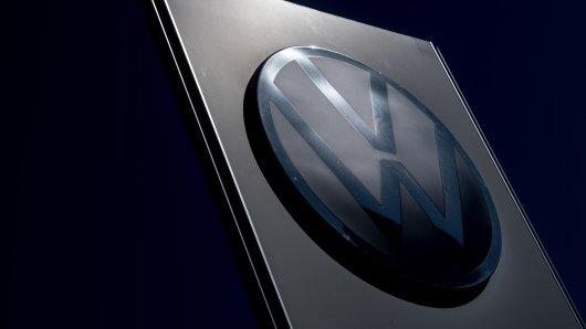 Im Zuge der VW-Abhöraffäre gab es weitere Durchsuchungen. Einem Bericht zufolge steht jetzt eine Managerin im Fokus der Ermittler...  (Symbolbild)