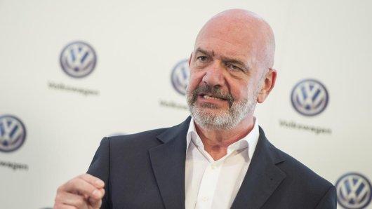 Bernd Osterloh, Vorsitzender des Gesamt- und Konzernbetriebsrats sowie Mitglied des Präsidiums des Aufsichtsrates der Volkswagen AG, hat keine Angst vor Elektro-Pionier Tesla.