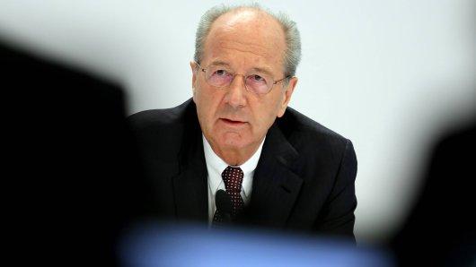 VW-Aufsichtsratschef Hans Dieter Pötsch sind in einem Bereich Nachholbedarf! (Archivbild)