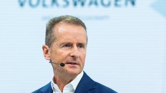 VW-Chef Herbert Diess vermutet dramatische Veränderungen für das Stammwerk in Wolfsburg. (Archivbild)