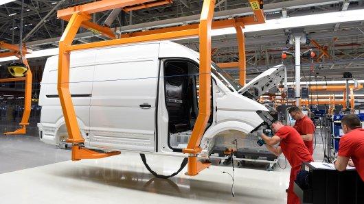 Die Produktion des VW Crafter liegt nun erstmal brach. (Archivbild)