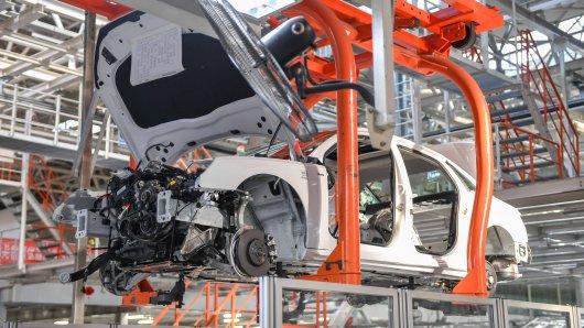 Eigentlich ist der Lockdown so gut wie vorbei. Doch bei VW stehen die Bänder in der Kurzarbeit in der nächsten Woche wieder still.