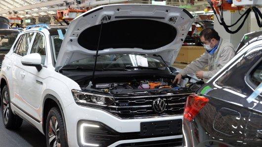 Im VW-Werk Emden könnten die Bänder länger stillstehen. (Archivbild)