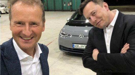 Da hat VW-Boss gut lachen gegenüber Tesla-Besitzer Elon Musk. (Archivbild)