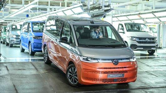 Der VW T7 Multivan geht in Hannover in Serie. Doch nicht alle Bulli-Fans sind begeistert.