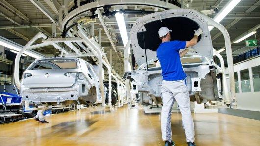Bestellungsstau im Stammwerk von VW! Tausende Kunden warten auf ihren Golf.