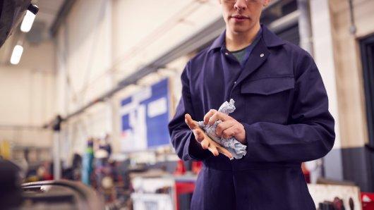 VW, Daimler und Co. wegen der Engpässe sind gerade hunderte Arbeitsplätze in Gefahr. (Symbolfoto)