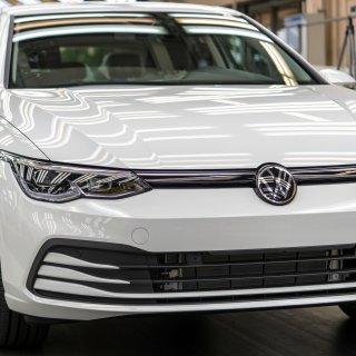 Über die Jahre hinweg sind die Preise für Neuwagen immer weiter angestiegen. Auch für den VW Polo und den VW Golf. Aber warum ist das so?