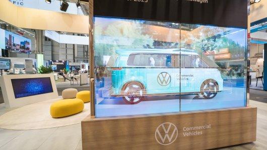 VW Nutzfahrzeuge: In Hamburg stellt der Konzern einen besonderen Bulli vor.