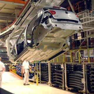 Auf die Golf-Fertigung von VW kommt Ende des Jahres eine neue Herausforderung zu. (Symbolbild)
