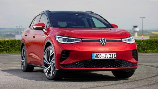 VW-Vorstand Gunnar Kilian hat den ID.4 GTX bei LinkedIn gezeigt. Doch die Zuschauer haben sich für eine ganz andere Sache interessiert.