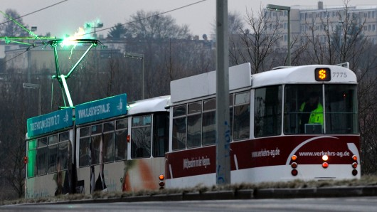 Die Straßenbahnlinie 1 Richtung aus Richtung Heidberg wird in der Nacht von Dienstag auf Mittwoch durch Busse ersetzt (Archivbild).