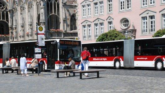 Busse auf dem Braunschweiger Altstadtmarkt (Symbolbild).