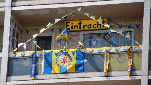 Ein Fan-Balkon an der Hamburger Straße.