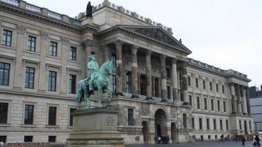 Der Schlossplatz in Braunschweig bleibt auch weiter Schlossplatz.