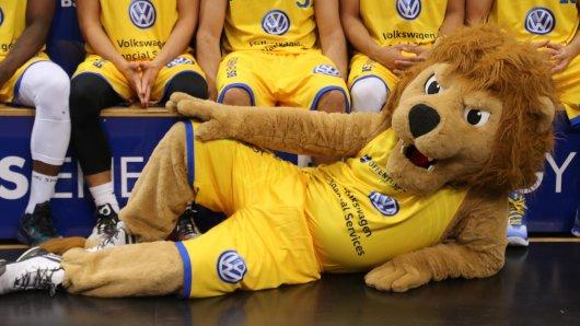 Henri und die Braunschweiger Basketball-Löwen suchen noch Spalierkids (Archivbild).