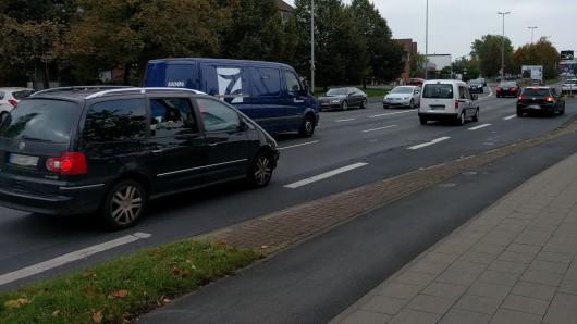 Plötzlich waren die Kinder nach rechts auf die Celler Straße gefahren. (Archivbild)