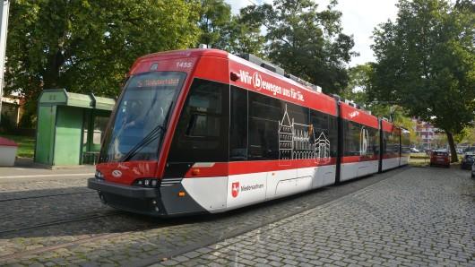 Eine Tramino-Straßenbahn der Braunschweiger Verkehrs-GmbH. (Archivbild)