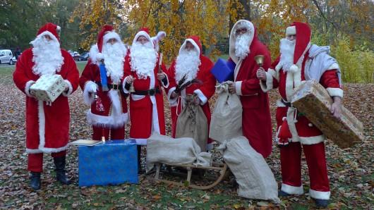 Ein paar der Braunschweiger Weihnachtsmänner.