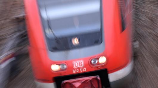 Der Mann sprach die Mädchen im Zug zwischen Dettum und Wolfenbüttel an (Archivbild).