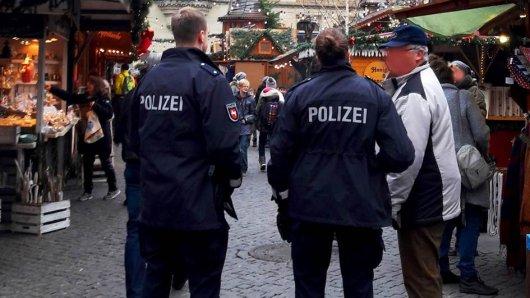 Die Polizei Braunschweig zeigt Präsenz auf dem Weihnachtsmarkt.