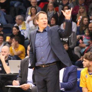 Löwen-Coach Frank Menz verlässt das Team zum Ende der Saison. (Archivbild)