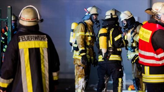 Die Feuerwehr Wolfsburg ist bei einem Einsatz in der Poststraße behindert worden (Symbolbild)