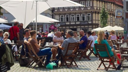 Mit etwa 10.000 Stühlen startet am 1. April offiziell die Freiluftsaison in der Braunschweiger Innenstadt.