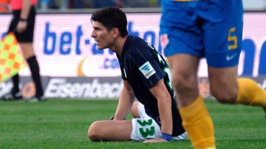 Wolfsburgs Mario Gomez musste sich in Braunschweig einiges anhören.