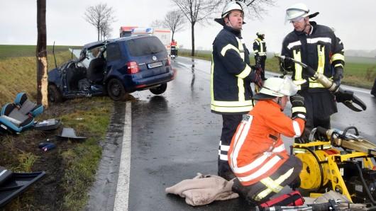 Die Fahrerin war eingeklemmt und musste befreit werden.