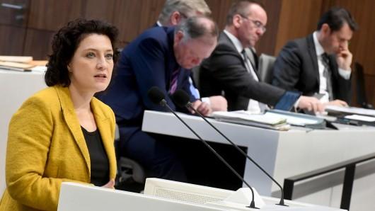 Niedersachsens Sozialministerin Carola Reimann (SPD) setzt sich für die Vereinbarkeit von Beruf und Familie ein. (Archivbild)