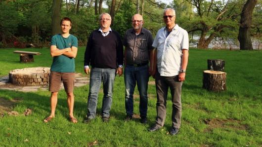 Das neue Kennelbad-Team (von links): Jens Krause (Pressewart), Dirk-Oliver Hedtke (1. Vorsitzender), Hans-Hermann Woermer (Schriftführer), Frank Krothaus (Kassenwart).