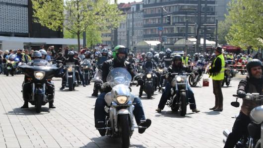 Die Biker erreichen den Schlossplatz