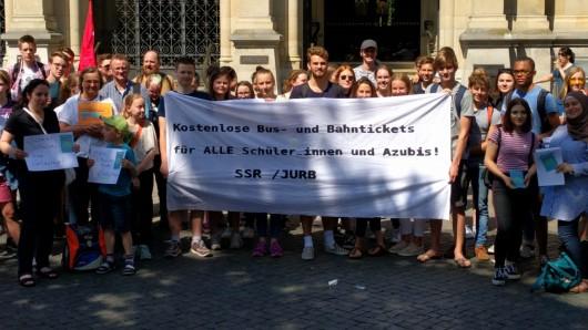Künftig sollen die Fahrkarten für Schüler, zumindest in Braunschweig, günstiger werden (Symbolbild).