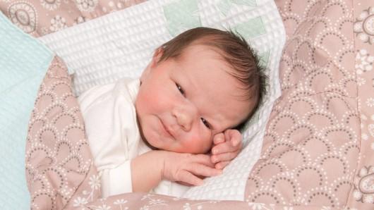 Feline Faya Ginter wurde am 4. Juli  um 19.39 Uhr in der Frauenklinik am Standort Celler Straße geboren. Sie ist 52 Zentimeter lang und wiegt 3.555 Gramm. Ihre Eltern sind Urte und Eugen Ginter.