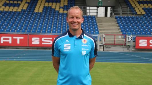 Er gibt heute sein Eintracht-Debüt in der dritten Liga: Trainer Henrik Pedersen. (Archivbild)