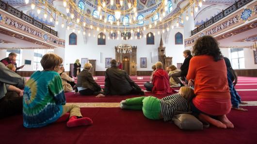 Moscheen in ganz Deutschland suchen am Mittwoch wieder den Kontakt zu ihren Nachbarn – auch, um mit Vorurteilen aufzuräumen (Archivbild).