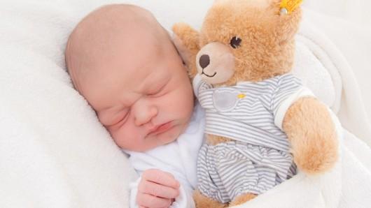 Tom Oliver Eppers wurde am 4. Oktober um 12.32 Uhr in der Frauenklinik am Standort Celler Straße geboren. Er ist 56 Zentimeter groß und wiegt 3.750 Gramm. Seine Eltern sind Silke Eppers und Oliver Hahn.